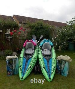 Kayaks Deux Complètes Avec Boîtes Vestes De Vie Paddles Pompes Instructions Kit De Réparation